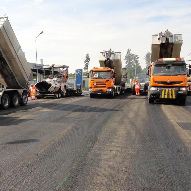 Pavement construction on the same day